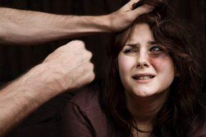 У Тернополі чоловік зґвалтував, побив та обікрав жінку