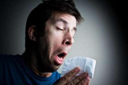 Британец порвал себе горло, пытаясь сдержать чих