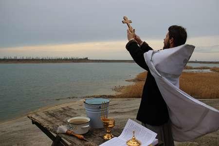 Духовенство РПЦ освятит на Крещение все океаны Земли
