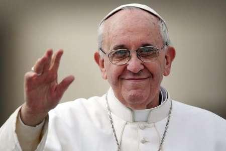 Папа Франциск осудил распространение фальшивых новостей