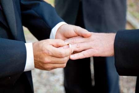 СМИ сообщили о признании в России однополого брака между мужчинами