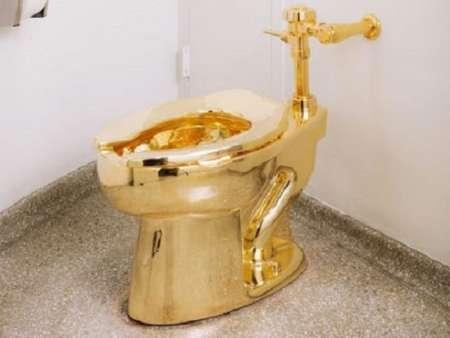 Белому дому предложили золотой унитаз вместо картины Ван Гога