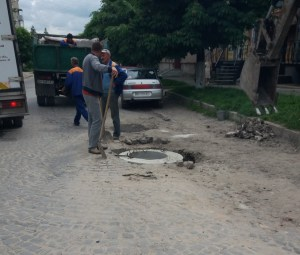 Через бережанських горе-чиновників державна дорога перетворилася на жахіття (фото)