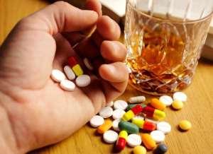 Чоловік змішав ліки та алкоголь і ледь не помер