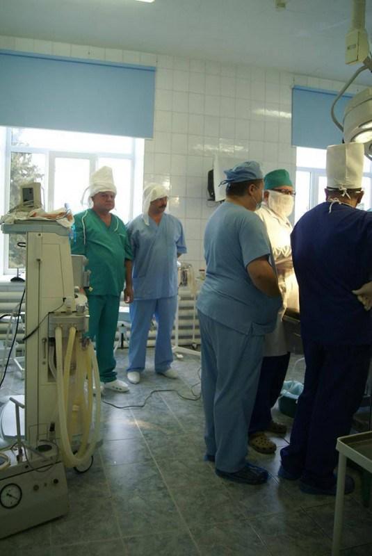 У Чорткові вперше провели складну операцію на суглобах (фото)