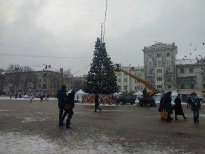 У Тернополі розпочали демонтаж ялинки (фото)