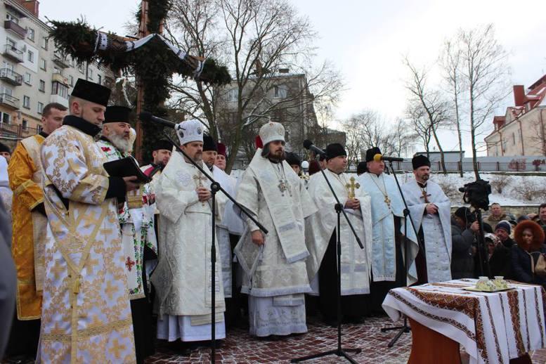 У Тернополі відбулося освячення води (фото)