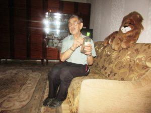 Житель Тернопільщини робить вино з освячених віночків (фото)