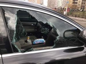 У Тернополі за кілька секунд вкрали з авто велику суму грошей