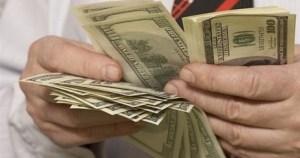 У Тернополі серед білого дня шахраї забрали у жінки 2000 доларів