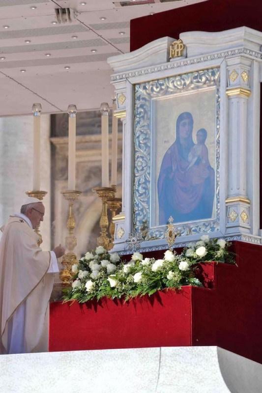 До Тернополя везуть унікальну ікону Папи Франциска (фото)