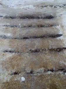 У Збаражі сходи стали льодовою гіркою (фото)