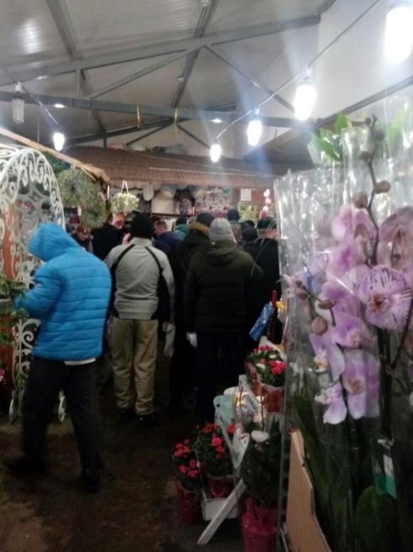 У Тернополі ажіотаж в магазинах квітів (фото)