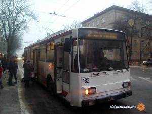 УТернополіпочавїздитиновийтролейбус(фото)