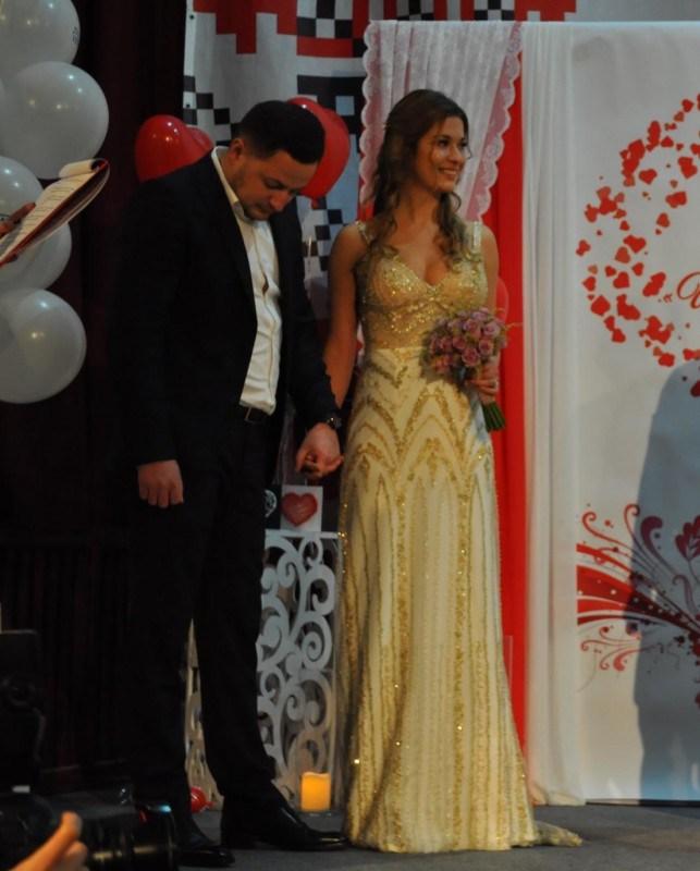 Тернопільська модель одружилася за добу (фото)