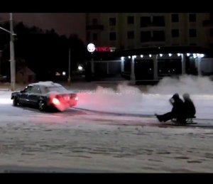 На Кременеччині знову катаються на санках, прив'язаних до автомобіля (відео)