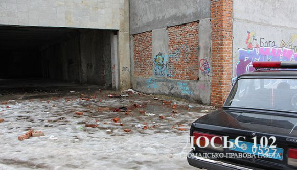 У Тернополі на новобудові розбився молодий хлопець (фото)