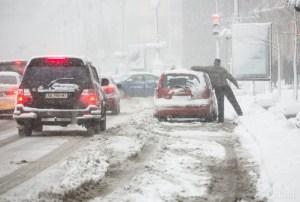 Тернопільщину знову замітає снігом