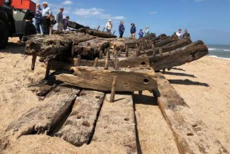В США на пляж курорта во Флориде выбросило обломки корабля XVIII века. ФОТО, ВИДЕО
