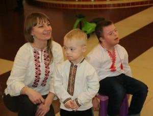 Тернополянка розповіла, чому 21 березня одягають різнокольорові шкарпетки