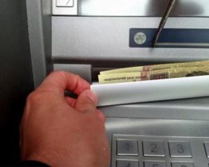 На тернополян, які знімають гроші в банкоматах, чатує небезпека