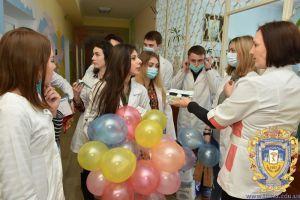Студенти-волонтери зібрали хворим дітям понад 10 тисяч гривень