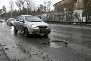 Як отримати відшкодування, якщо причиною ремонту авто сталиями на дорогах?
