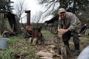 На Кременеччині заступаються за дідуся, якого звинуватили в незаконній вирубці дерев