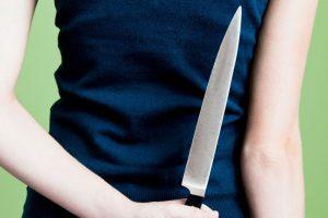 На Тернопільщині жінка вдарила чоловіка ножем у живіт. Потерпілий у важкому стані