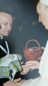 Папа Римський прийняв дарунок дітей-сиріт з Тернопільщини (фото)