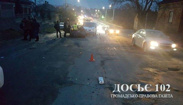 Масштабна аварія у Тернополі: на об'їзній зіткнулися 6 автомобілів (ФОТО)