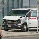 В Торонто минивэн въехал в толпу прохожих: есть погибшие и пострадавшие. ФОТО, ВИДЕО