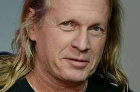 Певца Криса Кельми госпитализировали в тяжелом состоянии