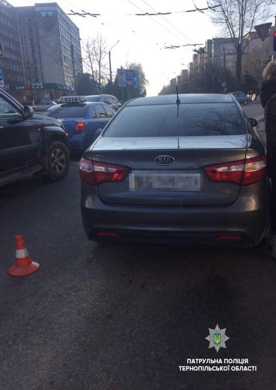 У Тернополі школярка потрапила під колеса KIA