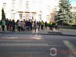 Під міську раду прийшли захисники школи мистецтв