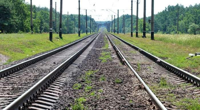 У Тернополі жінка хотіла кинутися під поїзд. На щастя, її врятували