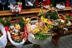 """У Тернополі триває збір продуктів для """"Великоднього кошика на передову"""""""