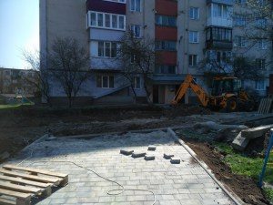 У ще одному дворі у Тернополі  з'явиться екопарковка