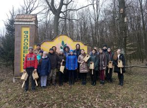 На Тернопільщині школярі розвісили в лісі 70 шпаківень