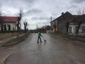 Шляховики розпочали підготовку до ремонту дороги в Бережанах