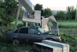 На Тернопільщині водій протаранив трансформаторну підстанцію (ФОТО)