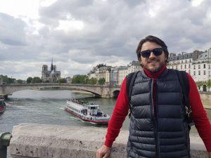 """""""Від вибухів позакладало вуха, наковтались диму і сльозогінного газу"""", – Притула про зіпсований відпочинок у Парижі"""