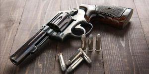 На Тернопільщині чоловік гуляввулицею з револьвером