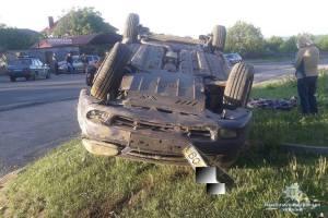 Смерть на дорозі: на Тернопільщині перекинувсяавтомобіль (ФОТО)