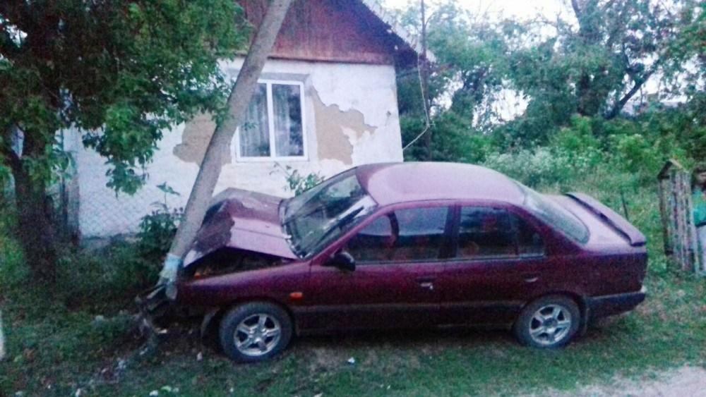 На Тернопільщині п'яний водій протаранив електроопору (ФОТО)