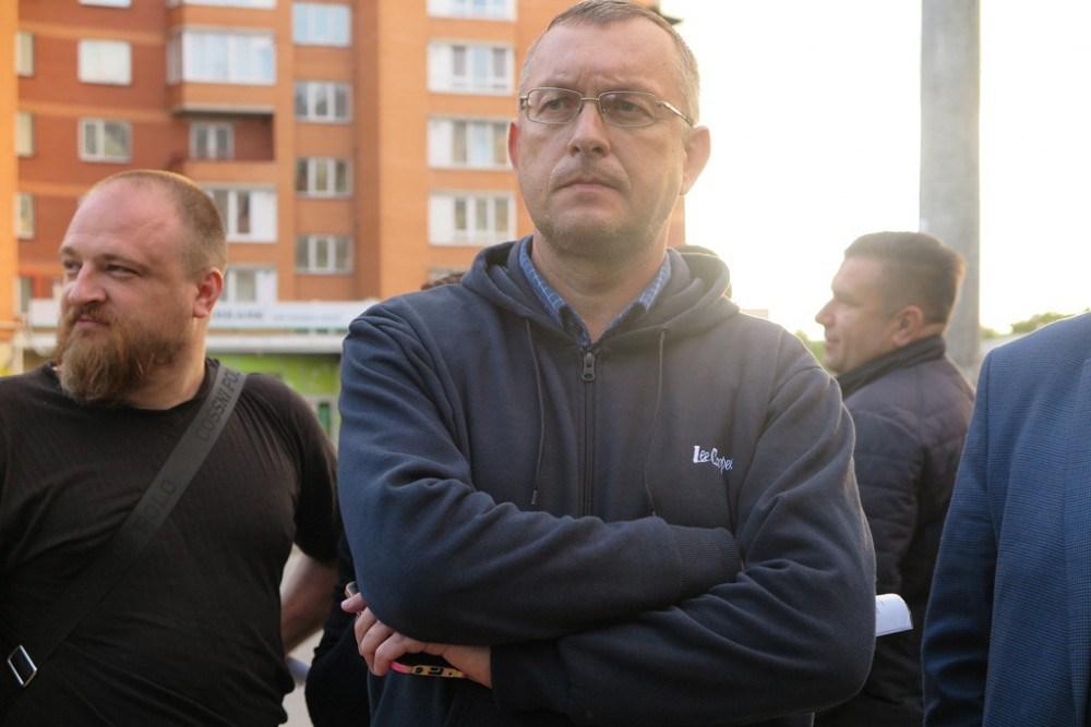 Тернополяни перекрили дорогу і протестують проти багатоповерхівки біля церкви (ФОТО, ВІДЕО)