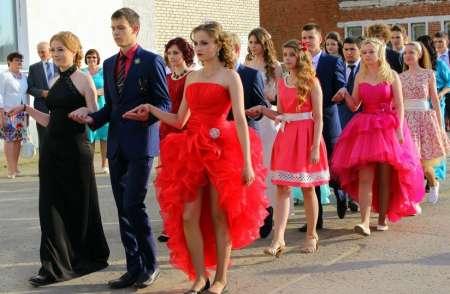 Выпускной вечер московских школьников в 2018 году обойдется их родителям примерно в 27 тысяч рублей