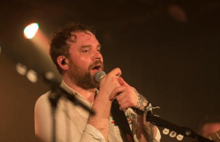 Солист рок-группы Frightened Rabbit Скотт Хатчисон был найден мертвым в Шотландии: причина смерти
