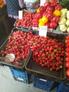 Скільки коштують на тернопільських ринках перші полуниці