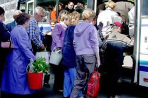 Жителі довколишніх сіл Тернополя не можуть доїхати додому через дачників